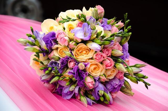 Kwiaty na przyjęciu weselnym